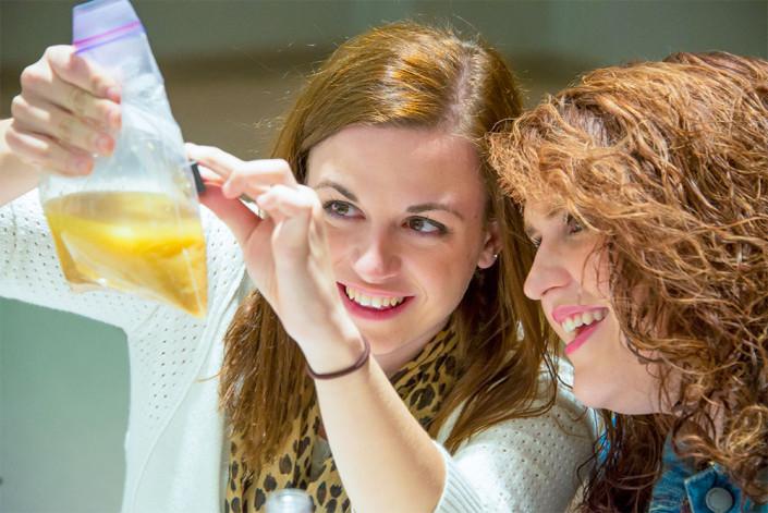 Teacher at Steve Spangler workshop showing the eating nails for breakfast experiment