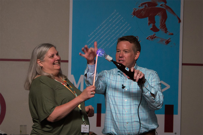 Steve Spangler showing the Tesla coil to a teacher during a workshop