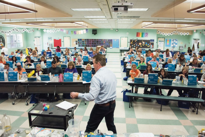 steve-spangler-in-front-of-jupiter-elementary-workshop