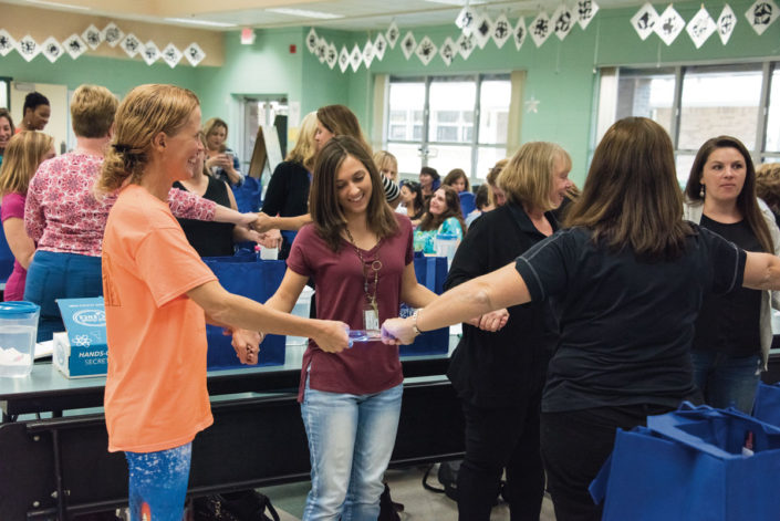 teachers-holding-the-energy-stick-at-steve-spangler-workshop
