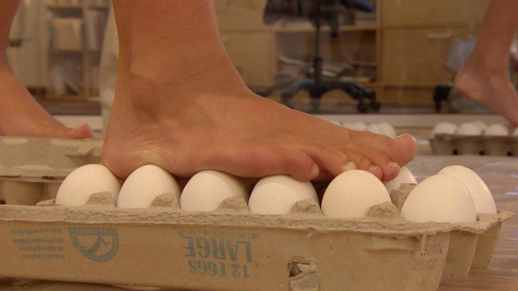 Walking on Eggs with Steve Spangler on DIY Sci